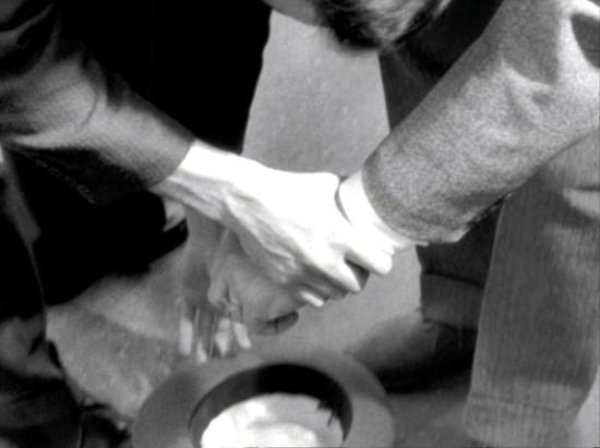 dar com uma mão